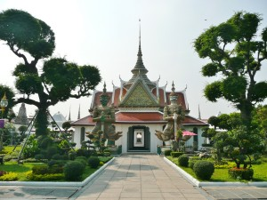 Around Wat Arun (2)